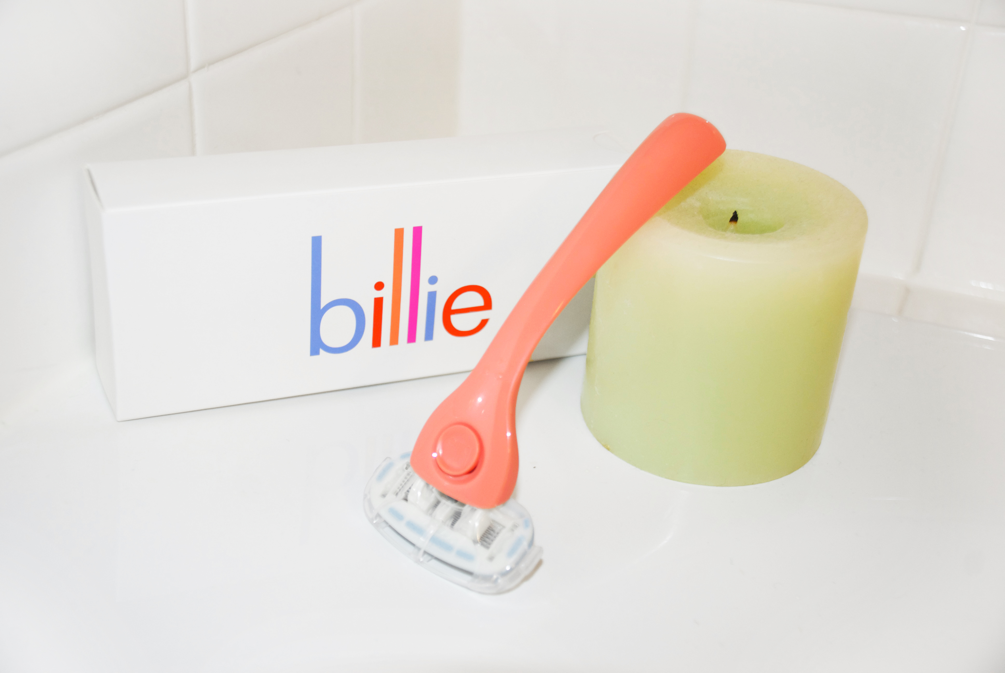 Coral Billy Shaving Blade with box and green candle